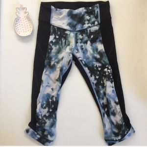 Lululemon | cropped pant with hazed print and mesh